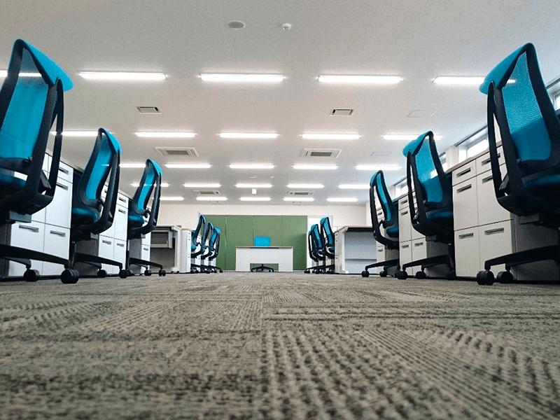 オフィス移転に伴うオフィスレイアウト設計と家具の導入